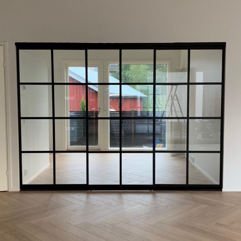 Glasvägg med 3 skjutdörrar