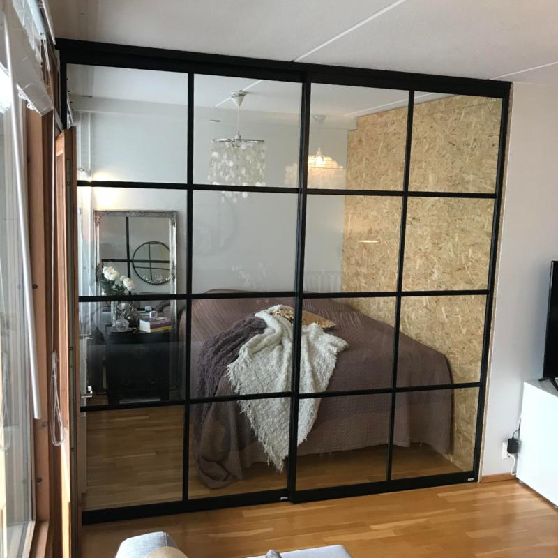 Glasvägg med 2 skjutdörrar