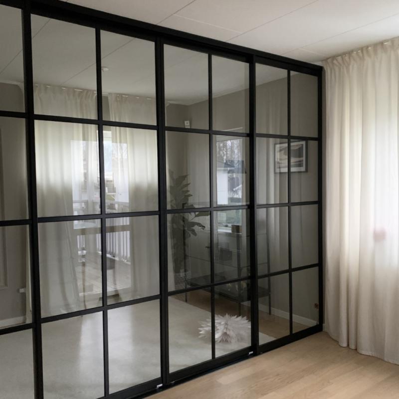 Glasvägg med 4 skjutdörrar