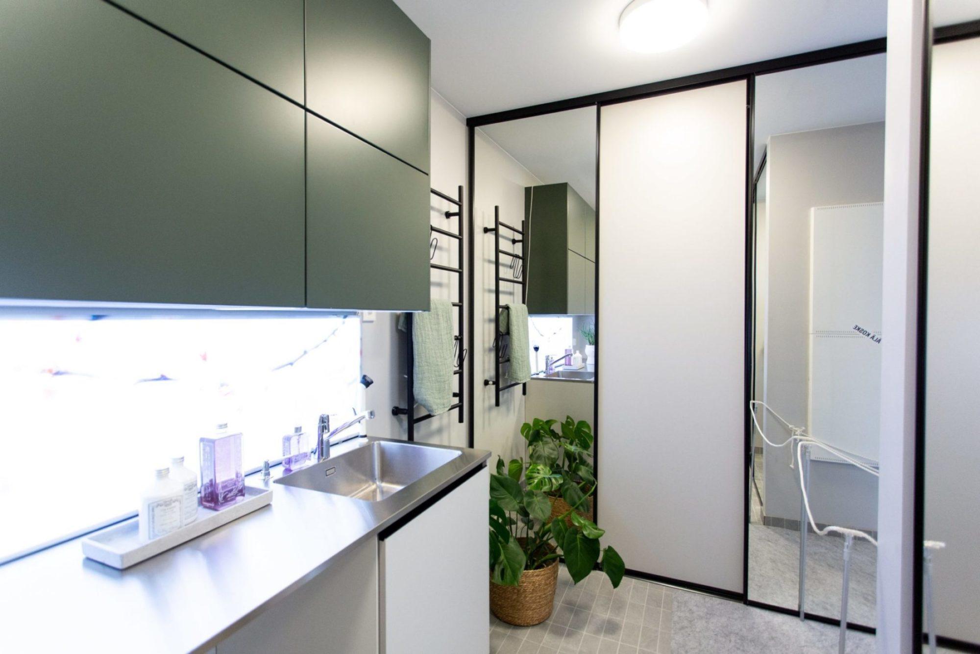 Spegelskjutdörrar i tvättrum